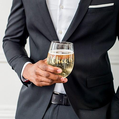 Чаши за вино-Cheers!
