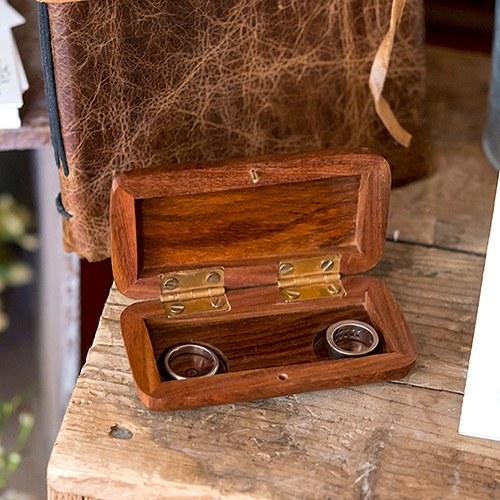 Джобна кутия за брачни халки