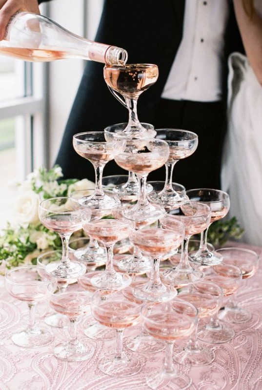 Сватбената кула от шампанско