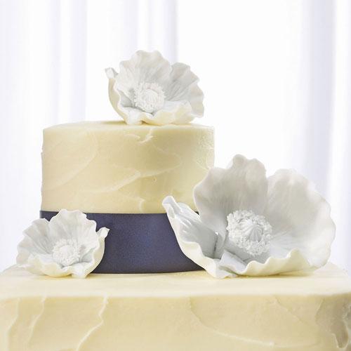 Фигурки за сватбена торта-Цветя от бял порцелан